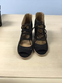 Pair of black leather open-toe shoes North Royalton, 44133
