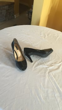 pair of black patent leather peep-toe pumps Camp Verde, 86322