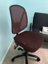 USED RED COMPUTER CHAIR