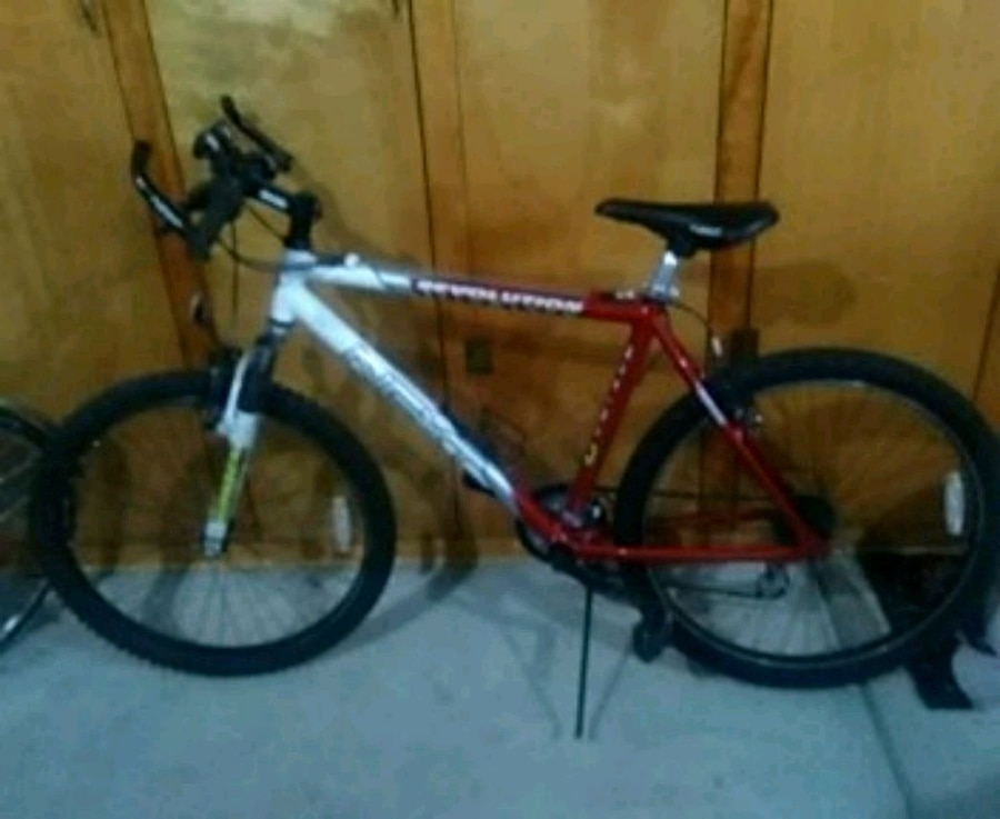 Photo NEXT Revolution men's 26 inch mountain Bike.