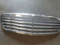 OEM MERCEDES S550 GRILL . Victorville