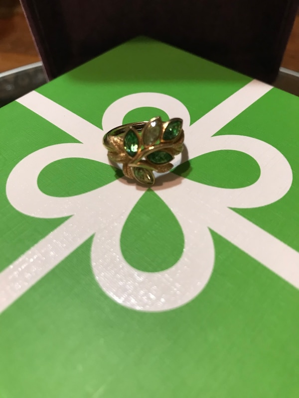 Pretty!! Gold Avon Ring with Green Stones 4