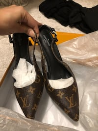 Lv shoes size 8. Brampton, L6R 2K7