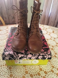 Brown woman's boots from Charlotte russe Utica, 13501