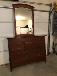 Dresser with mirror + glass top – 9 drawers - $400 Mount Juliet