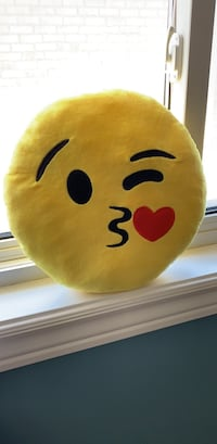 New Unused Emoji winky kissy face pillow BNUU