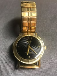 Round gold analog watch with gold link bracelet New York, 11357