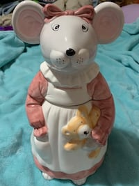 Adorable mouse cookie jar
