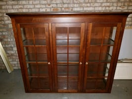 ETHAN ALLEN glass cabinet with light