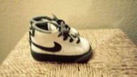 pair of white-and-black Nike sneakers Palmdale, 93550