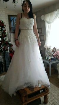 wedding gown Greater London, EN3 5JU