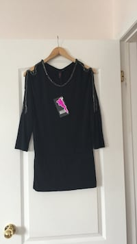 Black scoop-neck long-sleeved shirt