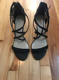 Black Leather Sandals// Sandales en cuir noir/ Grandeur 9 Montréal, H2P 2B1