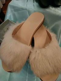 women's pair of white leather flats Vancouver, V5N 4E6