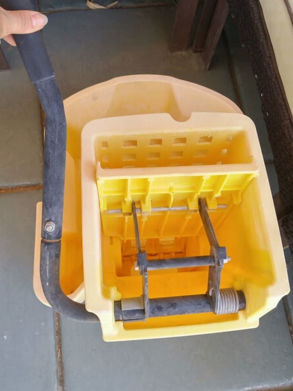 Industrial Mop Bucket 4
