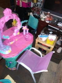 Child vanity set and chair