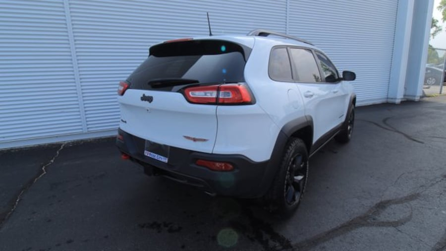 2016 Jeep Cherokee Trailhawk / BACK UP CAM / HEATED SEATS / REMOTE ST 33680534-0f95-4af7-bbae-97e77b83a453