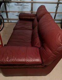 Free delivery: real leather burgundy couch Hamilton, N0B 2J0