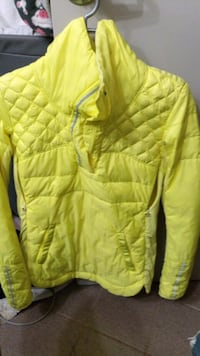 AWESOME LULULEMON JACKET,SIZE,6 Vancouver, V6Z 1P6