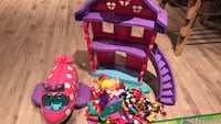 Minnie mouse house and plane with accessories Hamilton, L9C 0C1