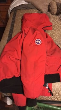 Red Canada Goose Size S fits like a M Vaughan, L4L 1S2