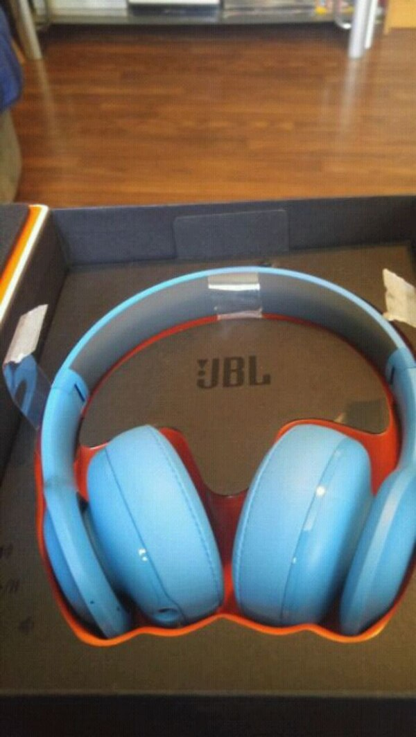 4497bd31d1a Used blue JBL wireless headphones pack for sale in Cathedral City ...