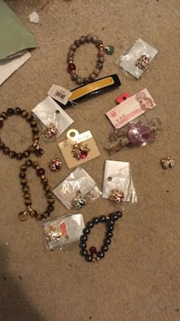 Jewelry and accessories and hair clips Annandale, 22003