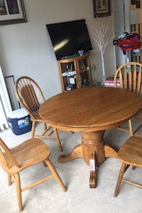Beautiful Gloss Finish Coffee Table (5 Chairs FREE) Rockville, 20850