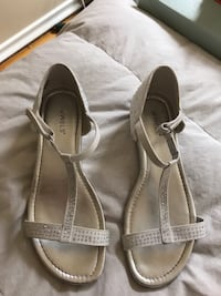 Girls sandals, size 4. Worn once at outdoor wedding. Calgary, T2J 2N4