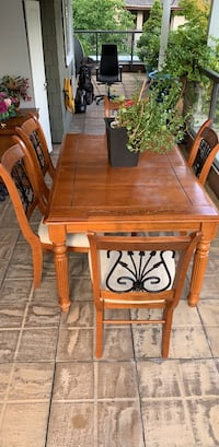 """Real Wood Dining Set size 60""""x40"""" North Vancouver, V7M"""