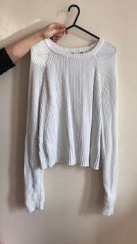 white scoop neck long sleeve shirt Londra, N17