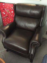 2 LEATHER RECLINERS ARLINGTON