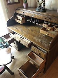 Solid wood roll top desk! With lock and key. Ocala
