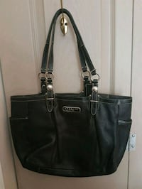 Coach leather handbag  Whitby, L1N 8X2