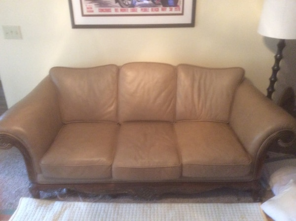 Kathy Ireland Leather 3 Seat Sofa