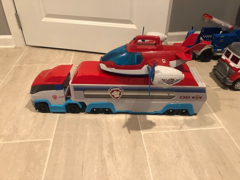 Paw Patrol fire truck aircraft carrier and Look Out Tower d837b7f9-6248-4cd3-9495-5714c8594eba