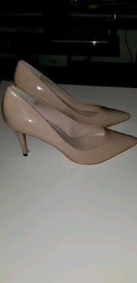 Nude shoe, hill for that classy lady
