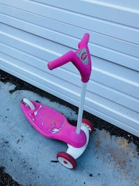 pink and white kick scooter Garrett Park, 20814