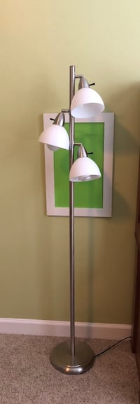 Nice Chrome Finish Lamp with 3 Lights Ashburn, 20148