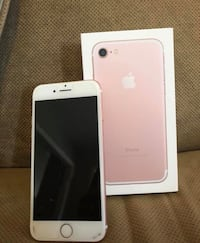 Rose gold  iphone 7 with box Mississauga, L5M 5B3