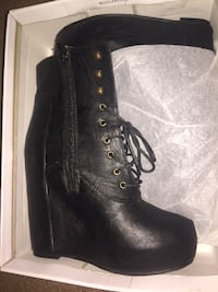 pair of black leather boots in box Upper Marlboro, 20774
