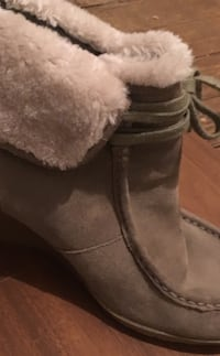 White Mountain suede boot with gumsole and fold down fur cuff. size 11 Baltimore, 21215