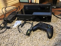 Xbox one with controller, kinect and headset Edmonton, T5P 4W3