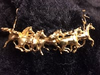 Beautiful gold running horse necklace beautiful piece. One of a kind White Marsh, 21162