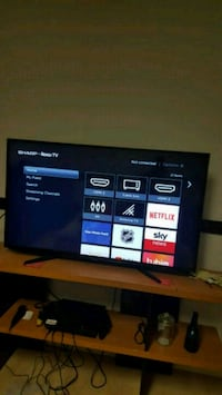 48 inch smart tv with roku built in  Calgary, T2A 6J1
