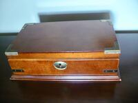 MEN'S VINTAGE JEWELRY CASE (BOX, CHEST,) WITH BRASS ACCENTS AND INTERIOR TRAY MARKHAM