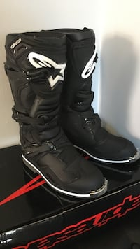 Pair of black-and-white Asics motorcycle boots River Grove, 60171