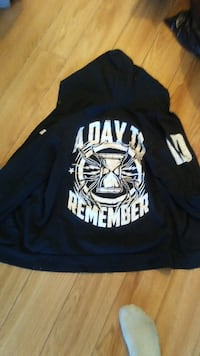 Hoodie for sale ( Excellent Condition ) MONTREAL