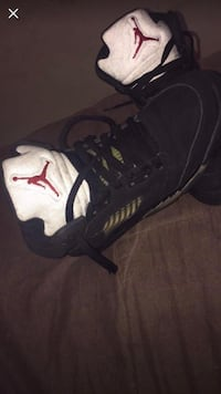 Unpaired black and white nike basketball shoe Chicago, 60623