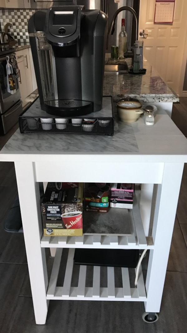 White wooden side table and Keurig 2.0 mint condition